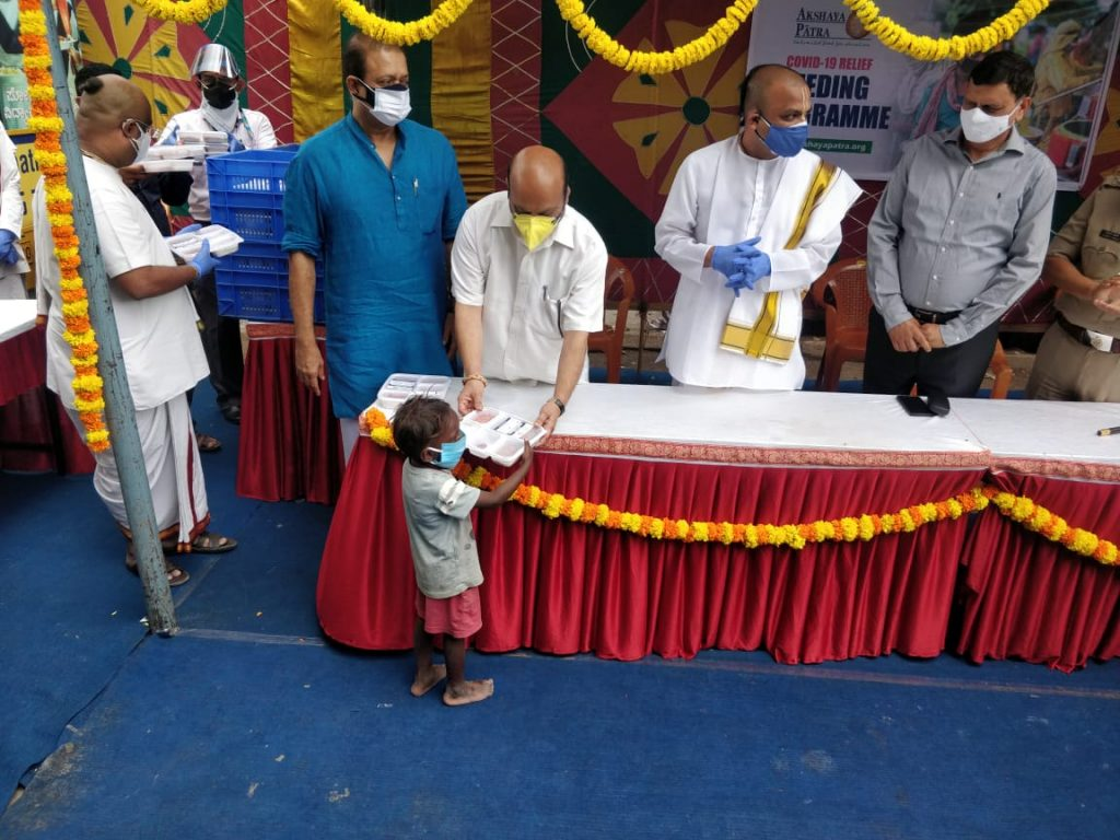 Home Minister of Karnataka Launches COVID-19 Relief Feeding Centre 1
