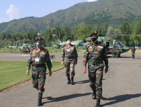 ARMY CHIEF REVIEWS SECURITY IN THE KASHMIR VALLEY 1